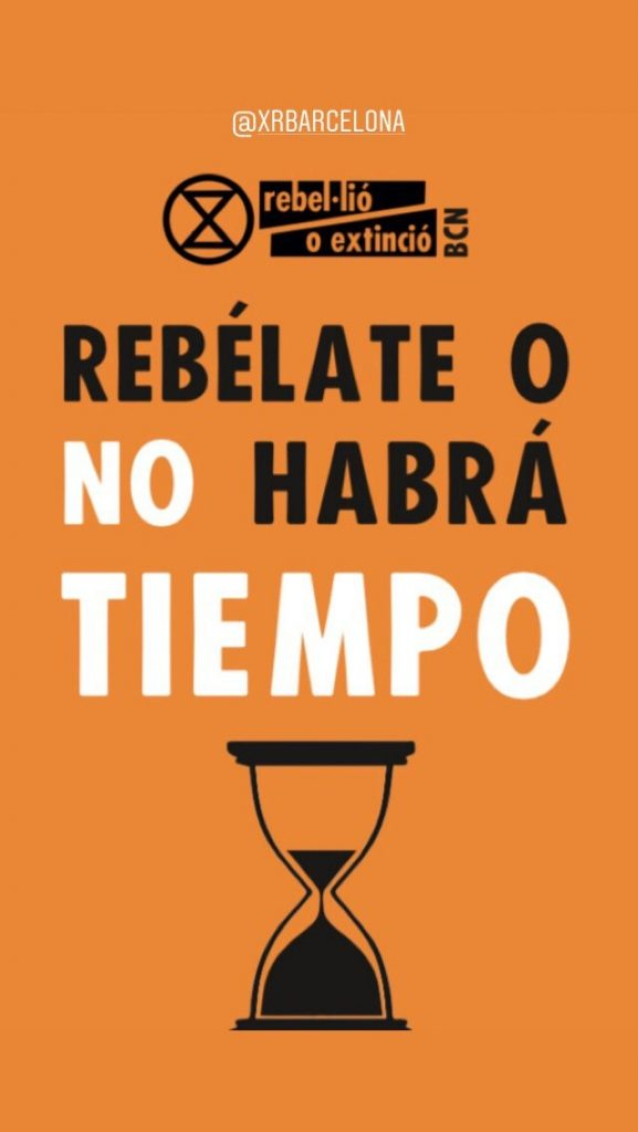 "Banner: ""Rebel or there will be no time"" (in Spanish)"