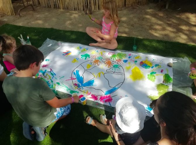 Kids playing: learning about climate change can be fun!