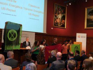 Acció contra Repsol a la Universitat de Barcelona