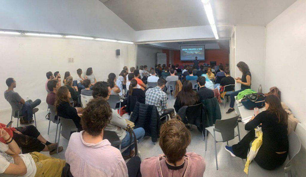 Rebeldes internacionales asistan a su primera reunión de bienvenida en Barcelona
