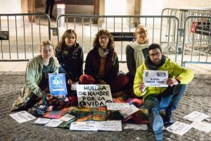 Hunger strike for the climate: Rebels in St. Jaume square in Barcelona