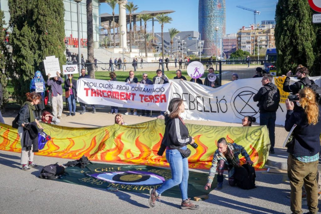 Action in front on the occasion of the Catalan Summit on Climate (In)Action