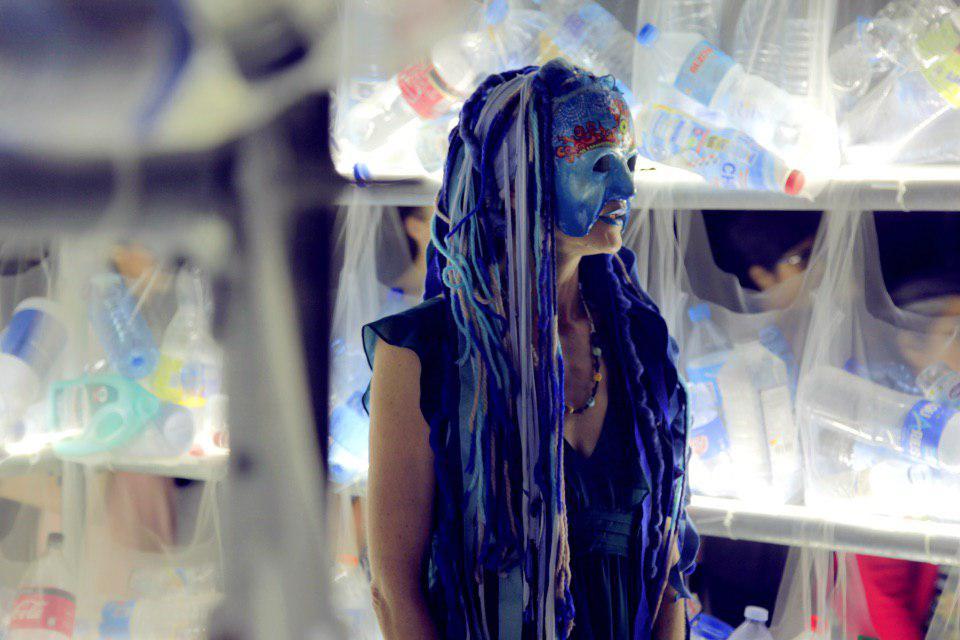 Rebelde de la Blue Brigade vestida de azul